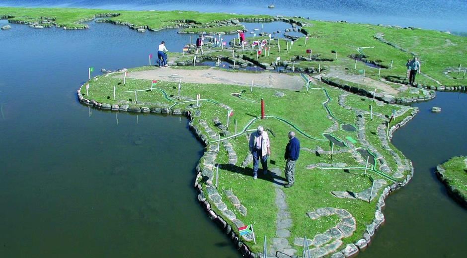 Besg verdenskortet under dit ophold hos dayz rnbjerg world map visit the world map lake klejtrup gumiabroncs Choice Image